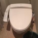 タンクを外したトイレ