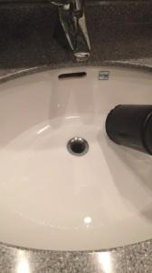 洗面所が詰まっている