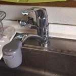 古いキッチンの食洗様蛇口